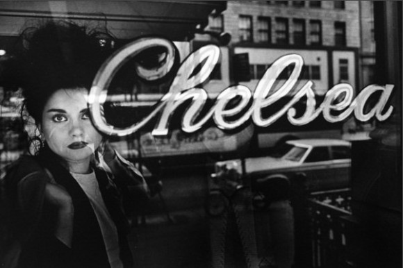 Chelsea Holtel 3, NY 1980 por Claudio Edinger-thumb-825x550-87881