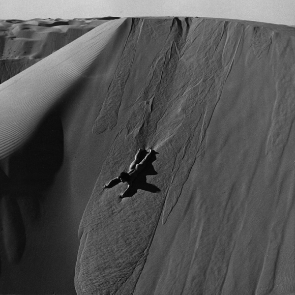 de-dienes-nude-sand-surfing